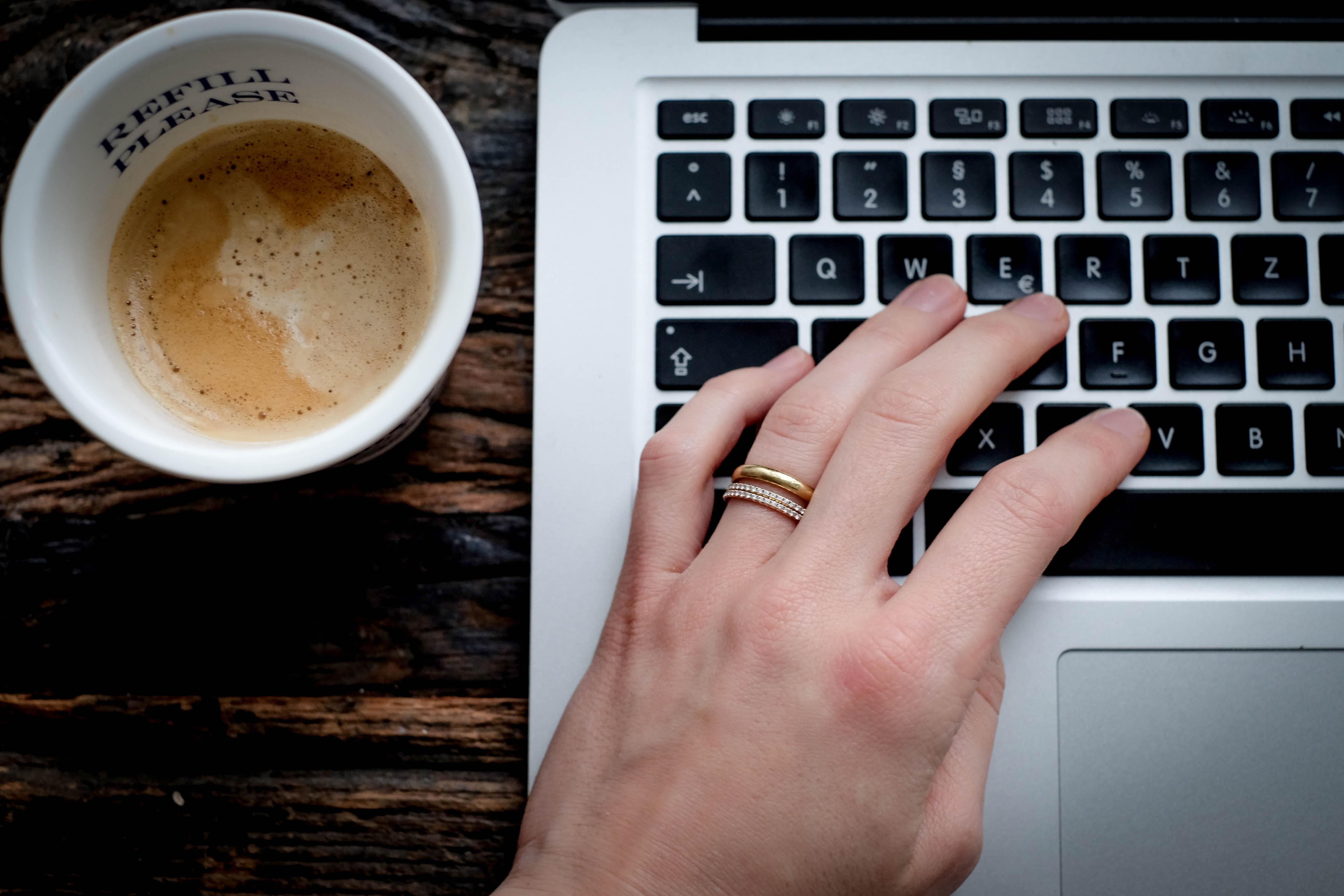 home-office-macbook-coffee