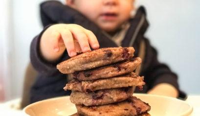 gesunde Pancakes healthy Aptawelt Bananen Blaubeeren Heidelbeeren Haferflocken