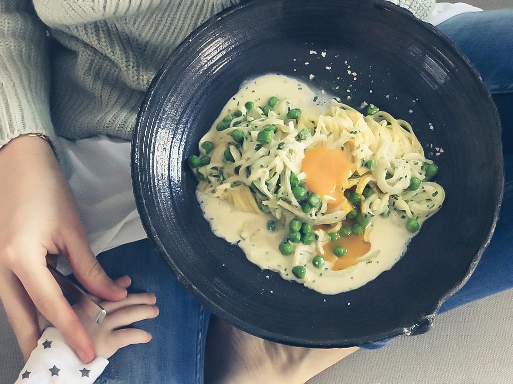 WIESERGUT Pasta mit Ei und Erbsen