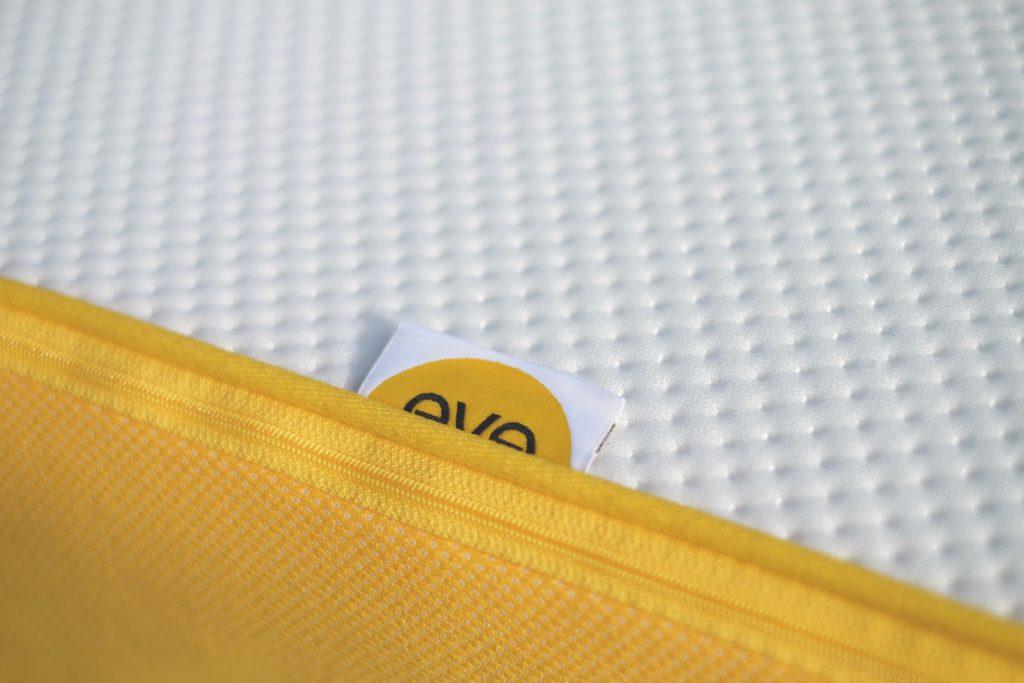 Label und Detail der Matratze von EVE