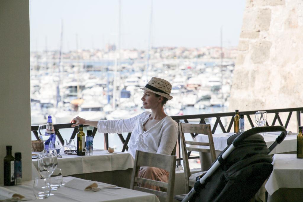 Julia Hartmann im Restaurant Nautilus in Alghero, Sardinien