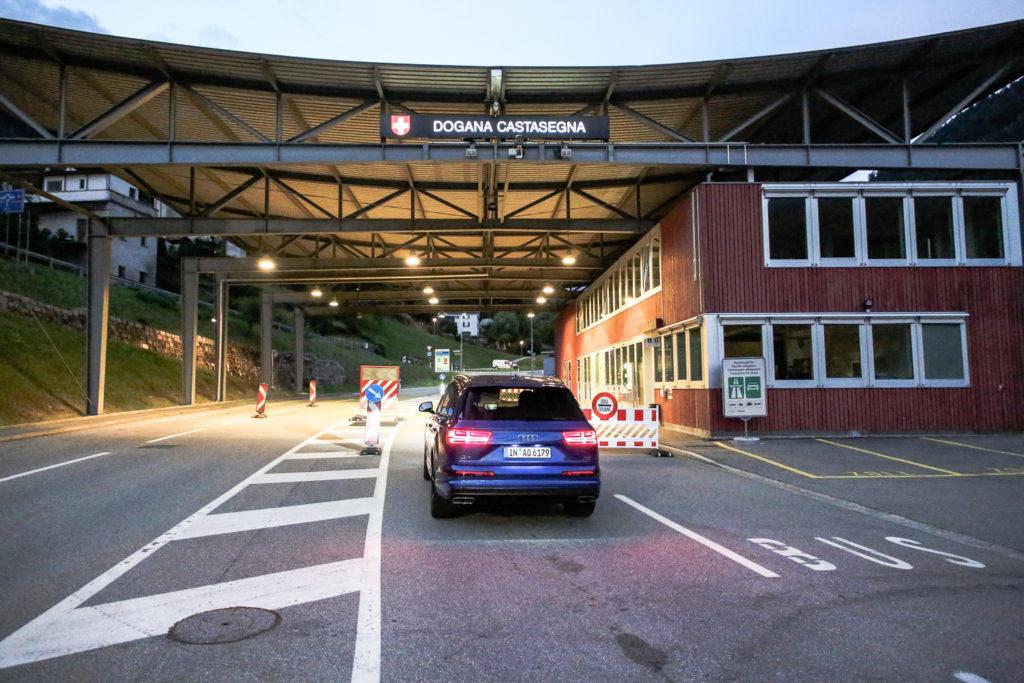 Audi Q7 an der Schweizer Grenze