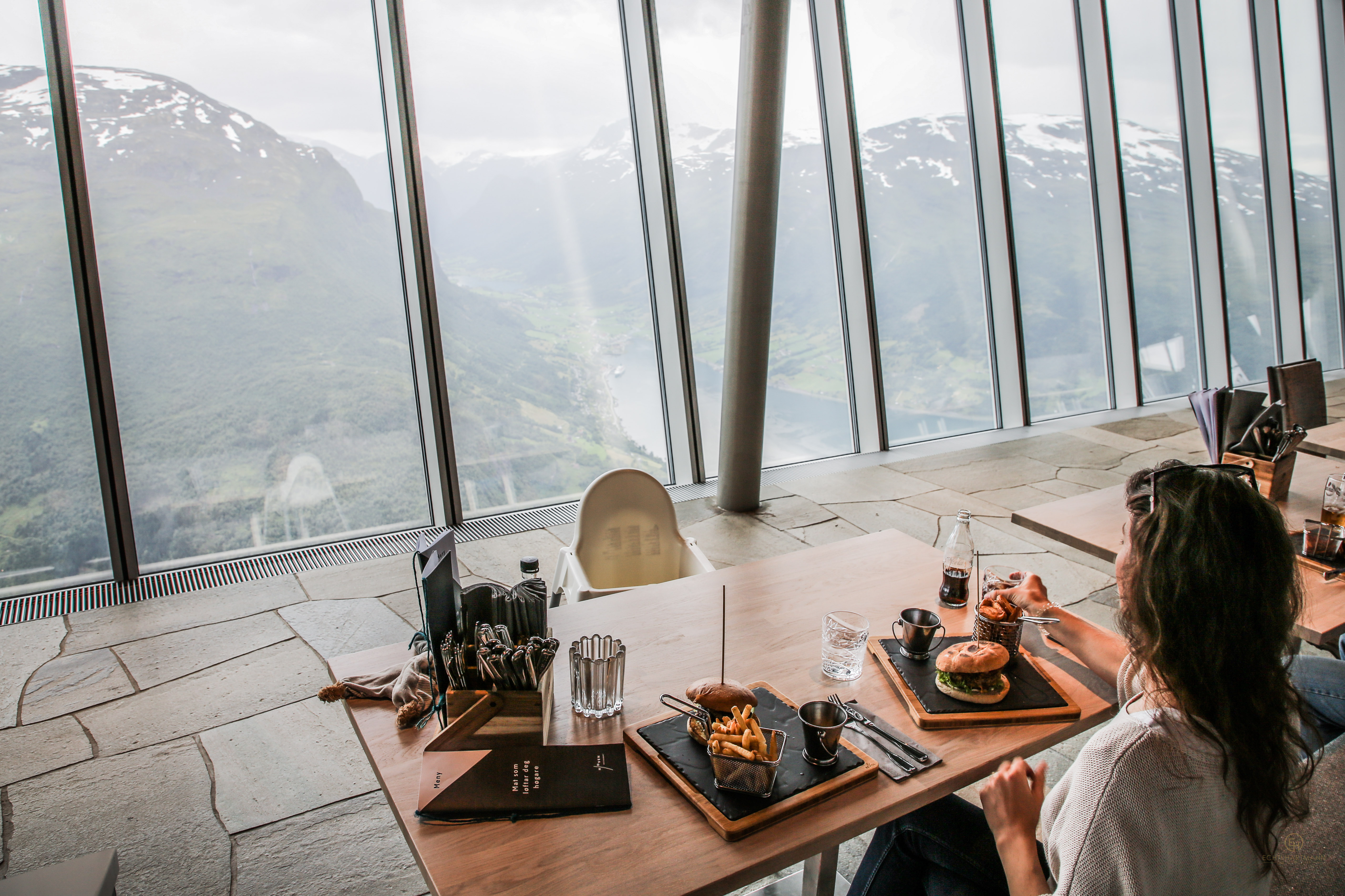 Loens Skylift Seilbahn Norwegen Restaurant Burger