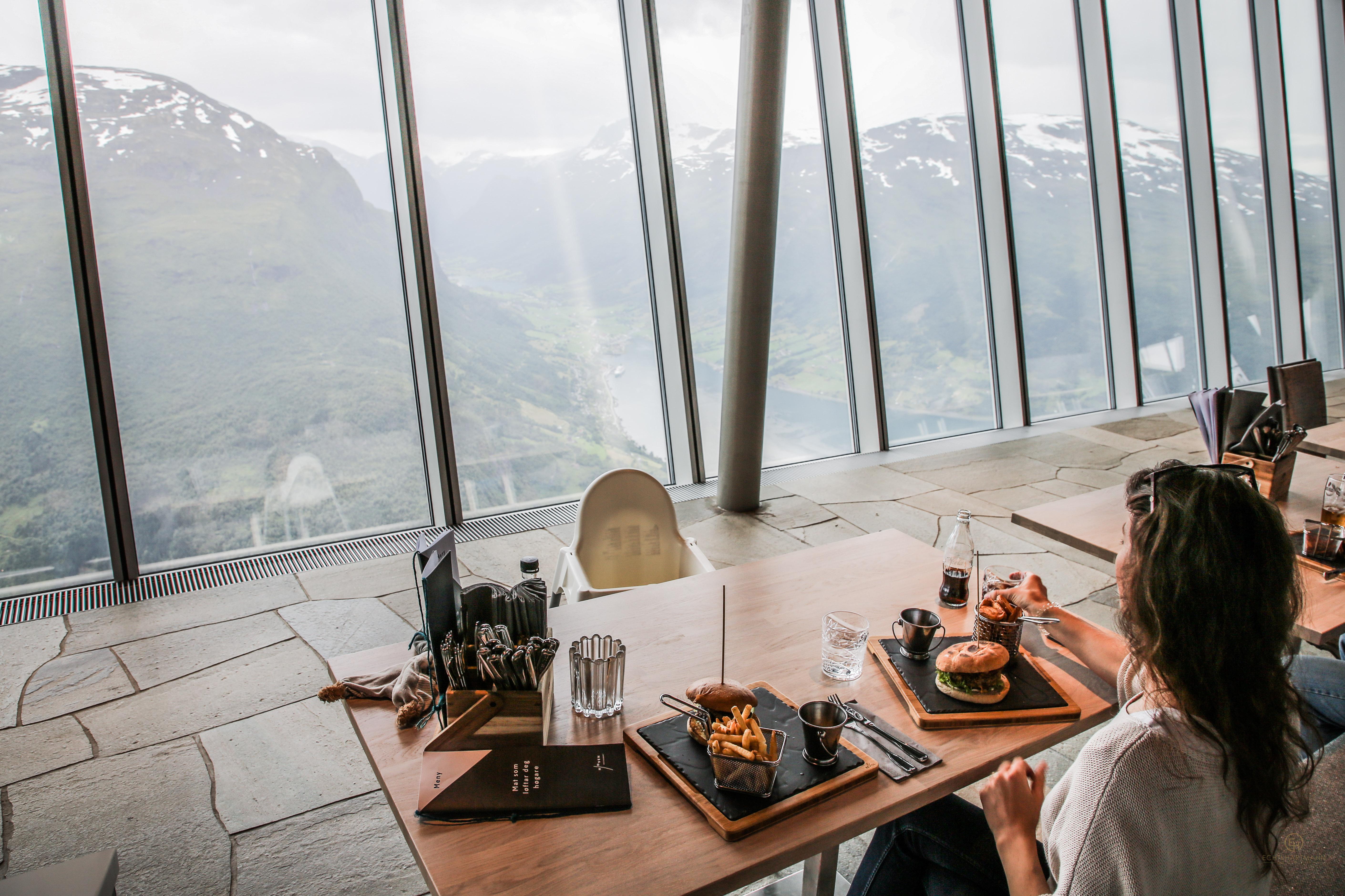 Loens Skylift Seilbahn Norwegen Restaurant Burger