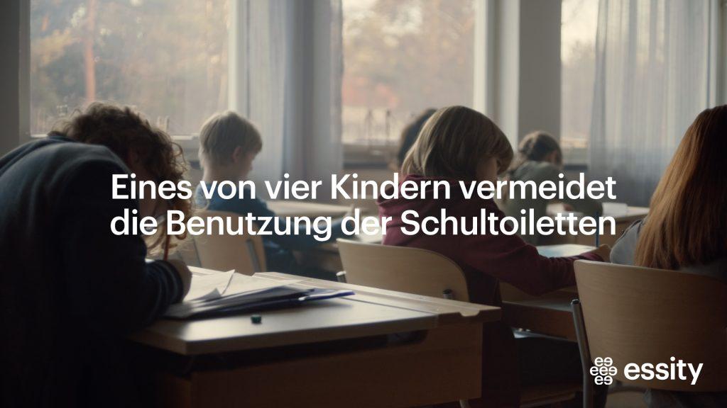 Kinder im Klassenzimmer einer Grundschule